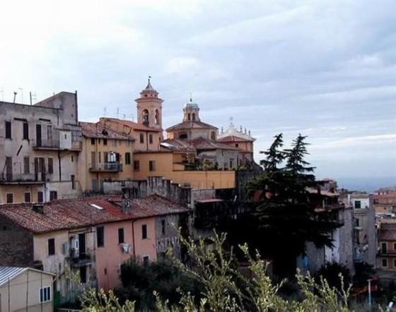 Marino, opposizioni in piazza per le frazioni