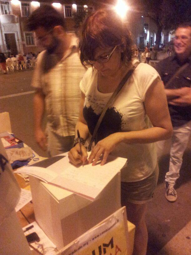 Corrado firma referendum radicali