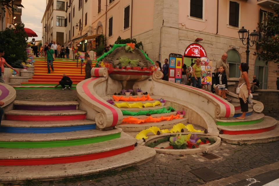 Scalinata colorata ad Albano
