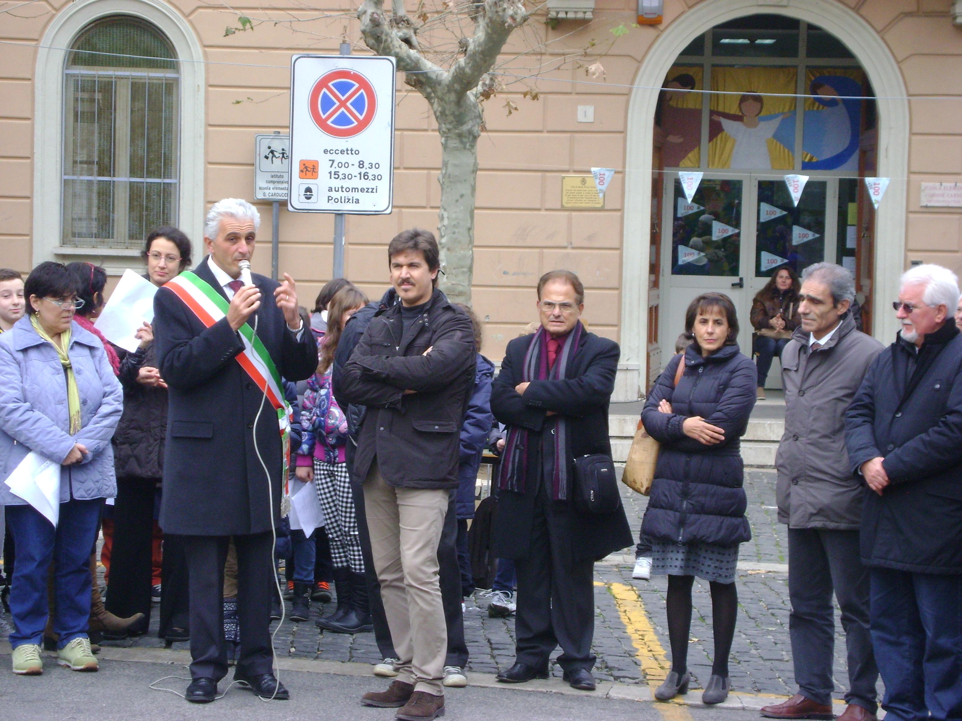 sindaco_e_vicesindaco_monteporzio_manifestazione_scolastica