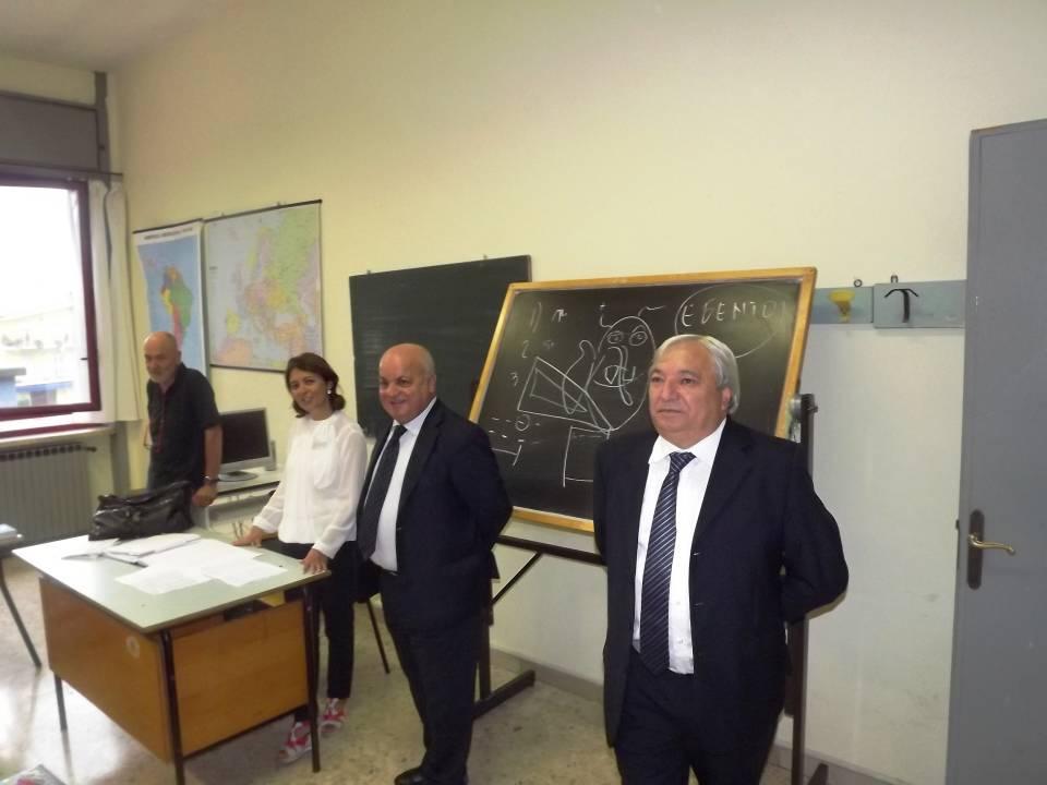 caliciotti_mattacchini_in_visita_alla scuola_media_campanile