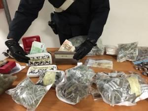 La droga sequestrata nella villa di Grottaferrata