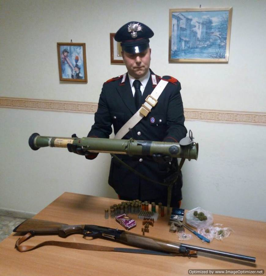 lanciafiammesequestratocarabinieri