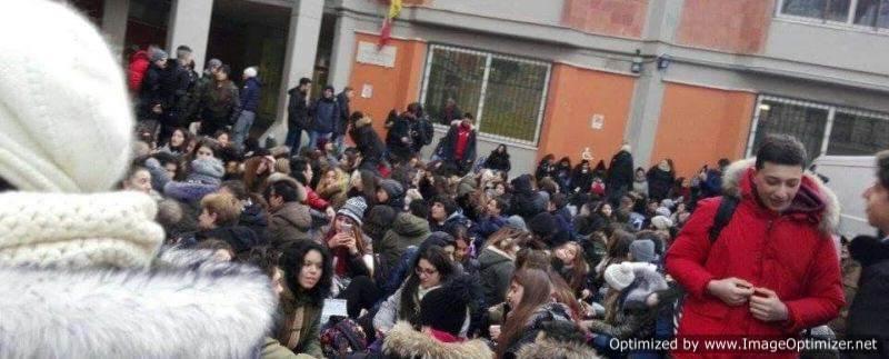 Protesta da brividi al Liceo Ugo Foscolo