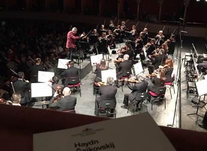Liceo Foscolo a teatro, violoncello a percussione da Haydyn a David Bowie