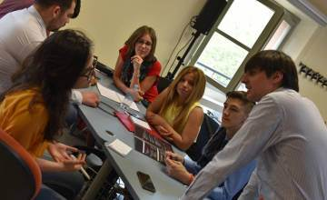 School of democracy, 100 giovani a Reggio Emilia studiano come salvare l'Europa