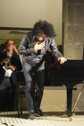 Il Maestro Allevi dopo un brano eseguito al piano