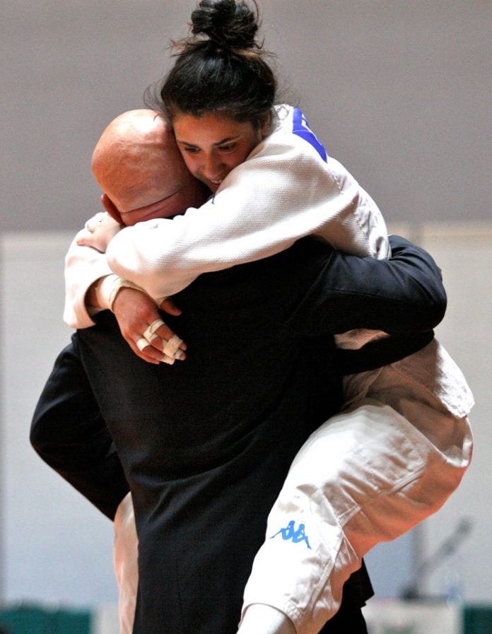 favorini_abbraccia_moraci