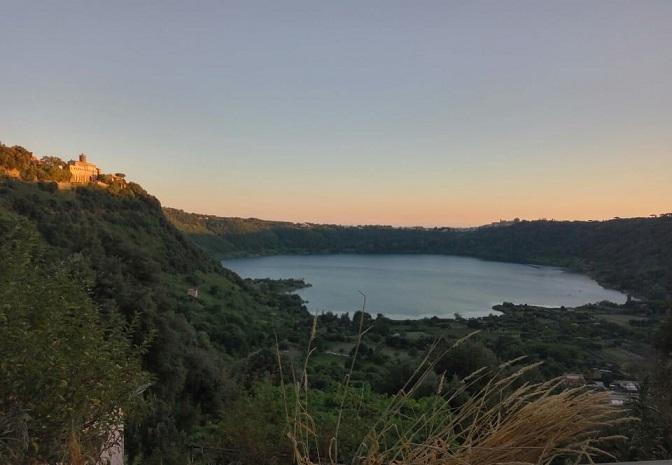 lago_nemi_panorama